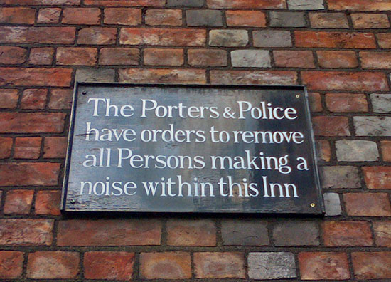 Photo of anti-noise notice on a wall in Lincoln's Inn, Holborn